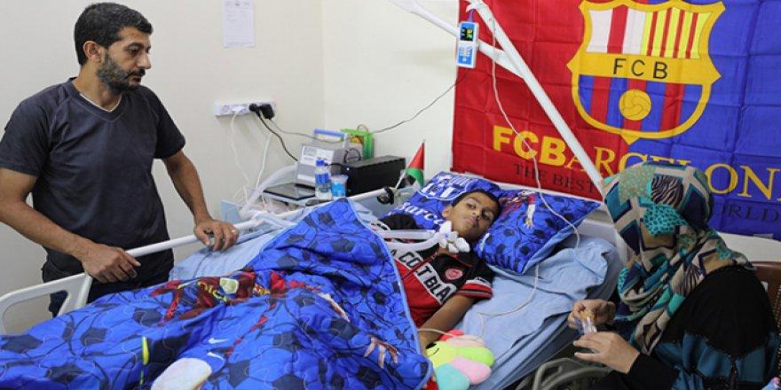 İşgalci İsrail yüzünden felç olan çocuk Türkiye'de tedavi olmak istiyor