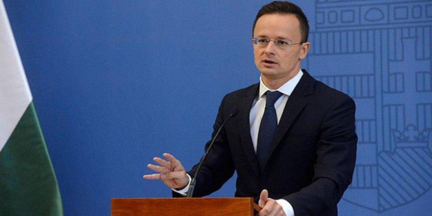 Macaristan BM'nin göçmen paktından çekiliyor