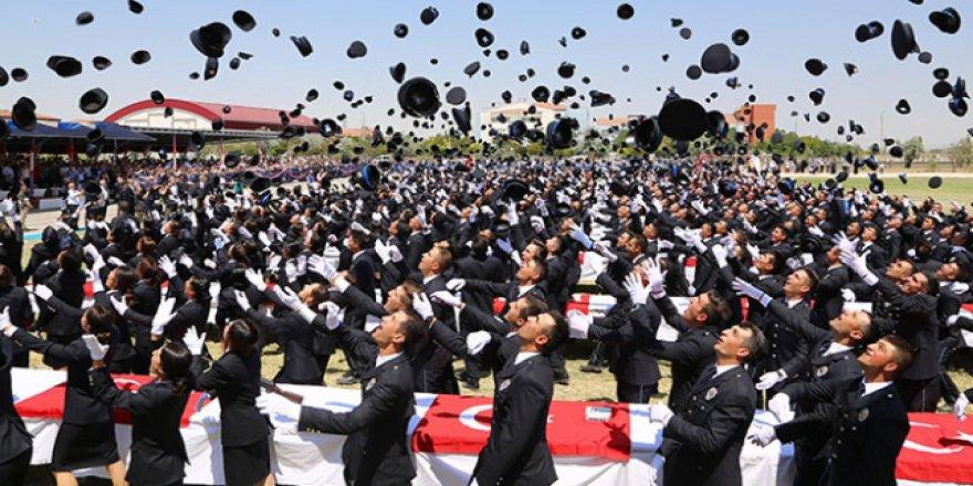 Eğitimi biten 4 bin aday mezun oldu