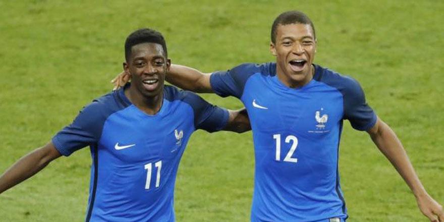 Dünya kupasını kazanan yıldız futbolcu cami yaptıracak