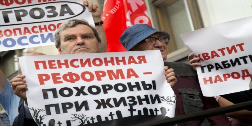 Rusya halkı emeklilik yaşını protesto etti