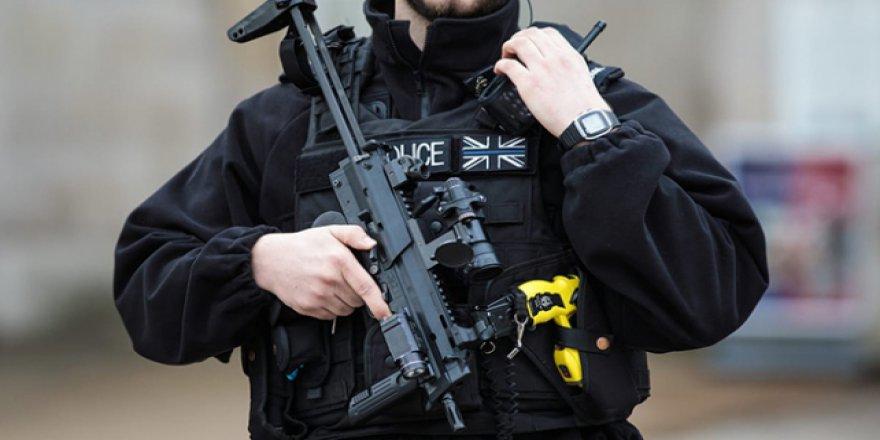 Nerede çocuk hakları? İngiliz polisi çocukları ajan olarak kullanıyor