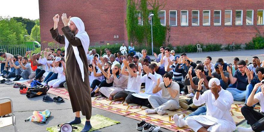 İsveç'te yağmurun yağması yangınların sönmesi için duaya çıkıldı