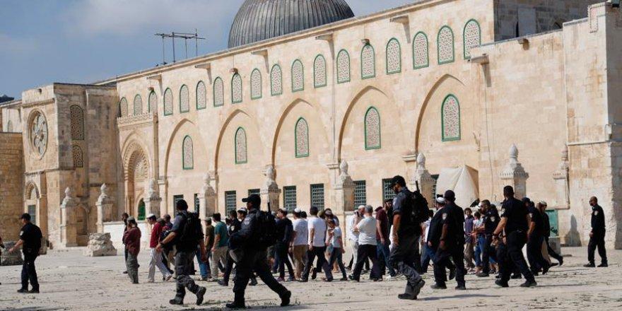 Binden fazla fanatik Yahudi Mescid-i Aksa'yı bastı
