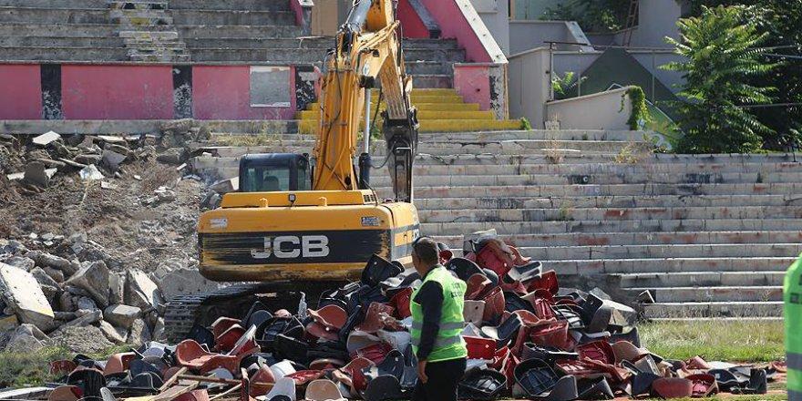 Eskişehir'in 'eski' stadı yıkılıyor