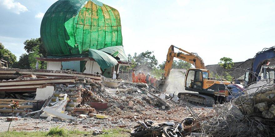 Endonezya depreminin kayıpları artıyor