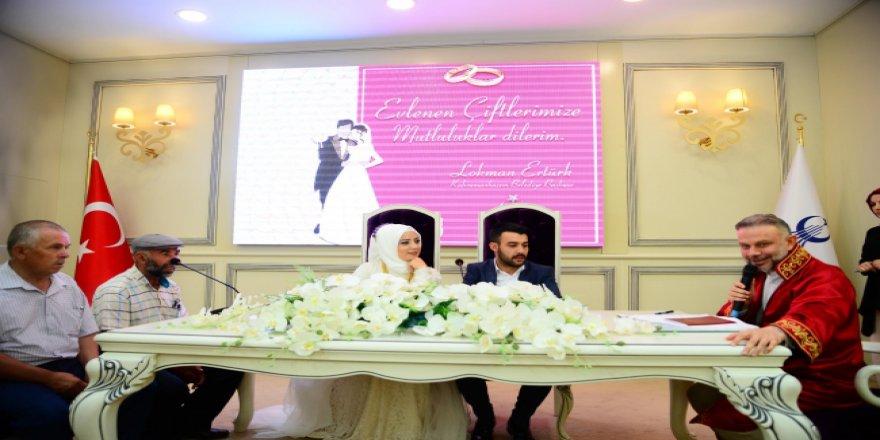 Sekizinci ayın sekizinde evlenmek için nikah salonlarına akın ettiler