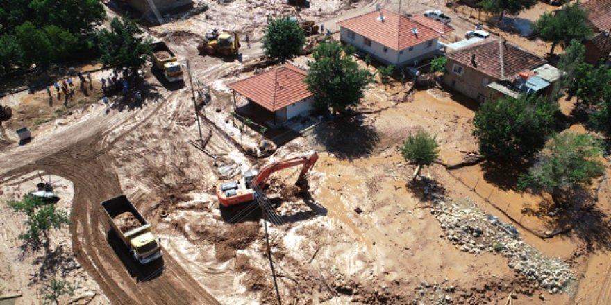 Elmalı'da sel felaketinden zarar gören bölgeler temizleniyor