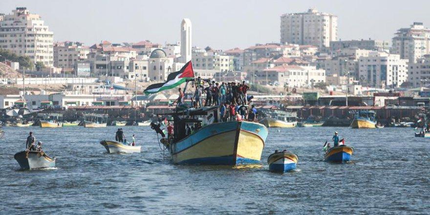 Gazze ablukasını kırmak için denize açıldılar