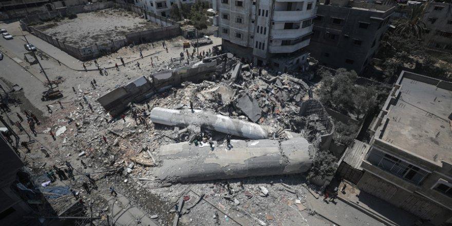Gazzeliler kültür faaliyetlerine enkaz üstünde devam ediyor