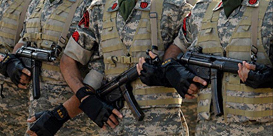 İran'da devrim muhafızları ile silahlı teröristler çatıştı