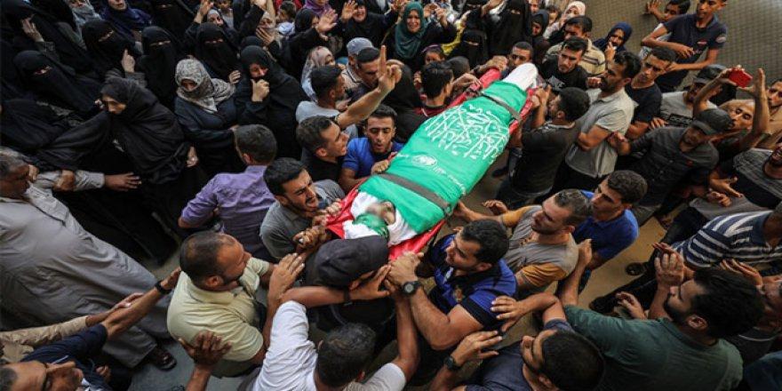 İsrail'in şehit ettiği Filistinlinin cenazesine insan seli