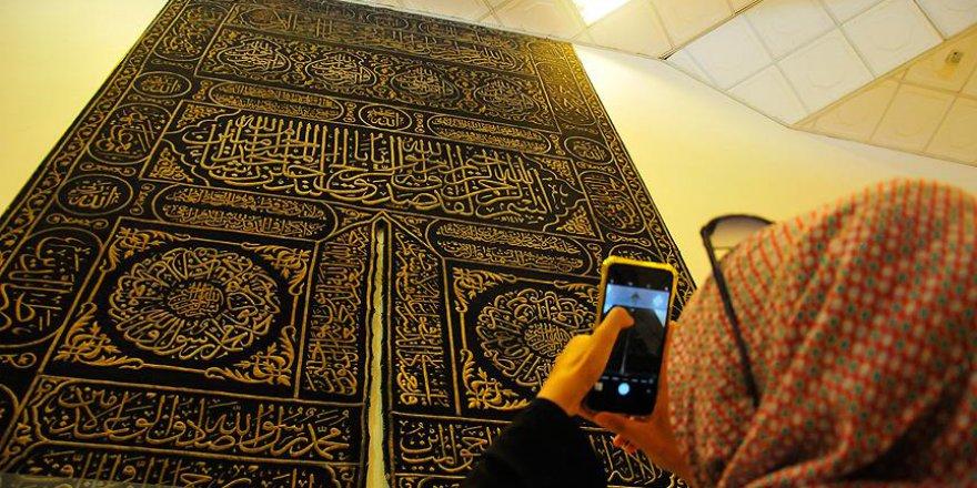 Kabe Sergi Salonu'nda Mescid-i Haram'a ait emanetler sergileniyor