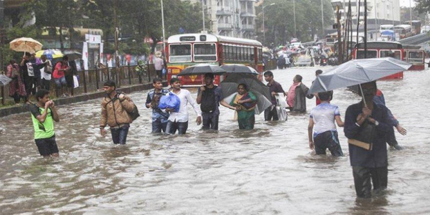 Çatışmaların yaşandığı Cammu Keşmir'i sel vurdu