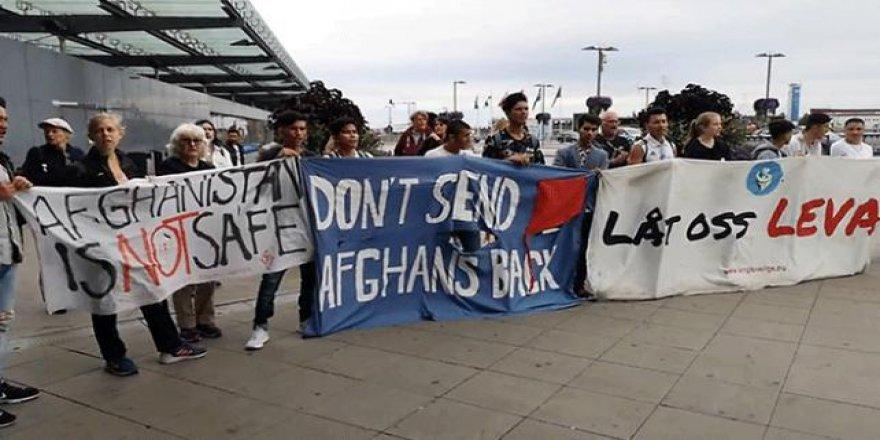 İsveç halkı Afgan göçmenlere destek verdi