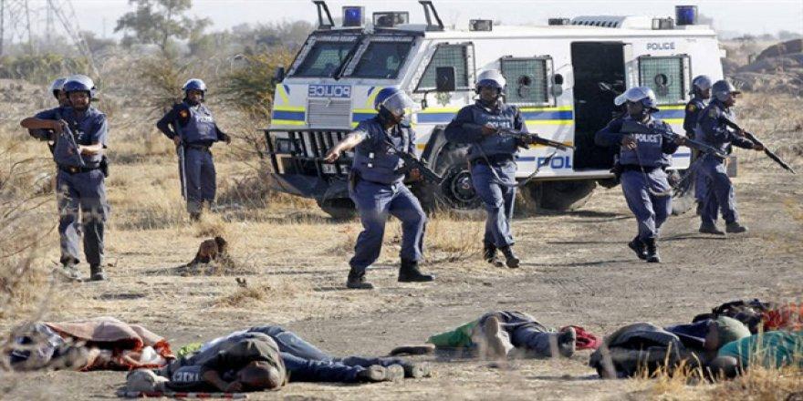 Grev yaparken katledilen Güney Afrikalılar anıldı