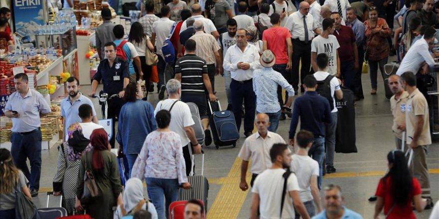 Ankaralılar tatil için AŞTİ'ye akın etti