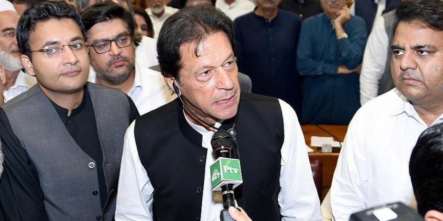 Pakistan'ın Başbakanı görevine başladı