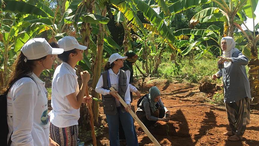 TİKA gönüllülerinden Tanzanya'da tarım etkinliği