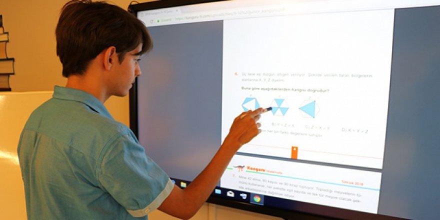 Lise öğrencisi matematik yeteneğiyle başarıdan başarıya koşuyor