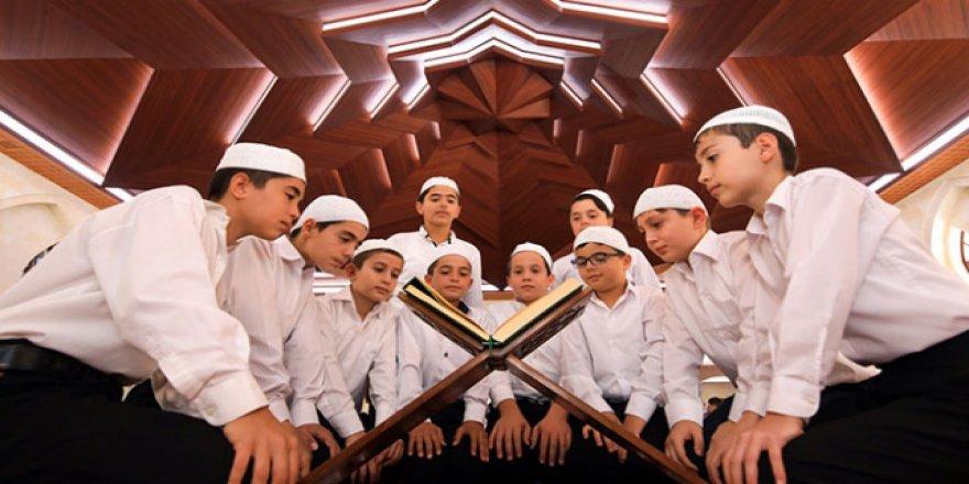 Yaz Kur'an Kursu bitti, ilahi sesleri yükseldi