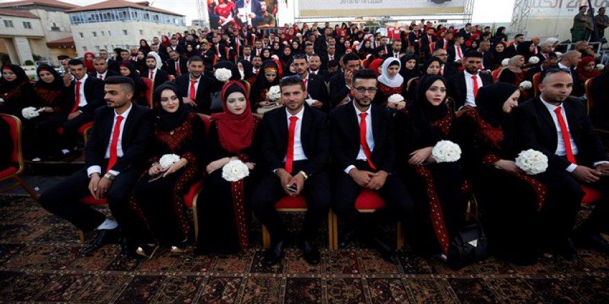 Filistinli 500 çift Batı Şeria'da evlendi