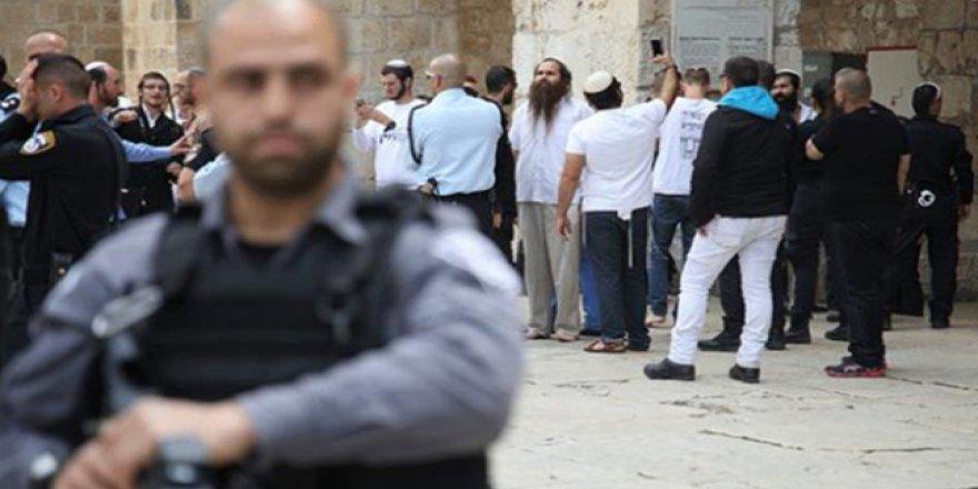 İsrail ajanları ve Fanatik Yahudiler birleşti, Mescid-i Aksa'yı bastılar