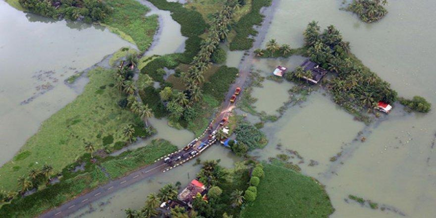 Hindistan'da sel ve heyelanda mahsur kalan binlerce kişi kurtarıldı
