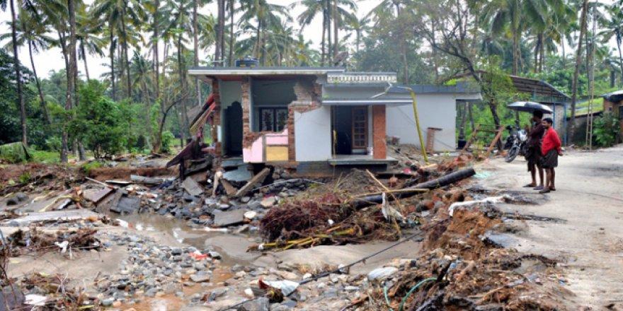 Hindistan şiddetli yağışlar ile boğuşuyor