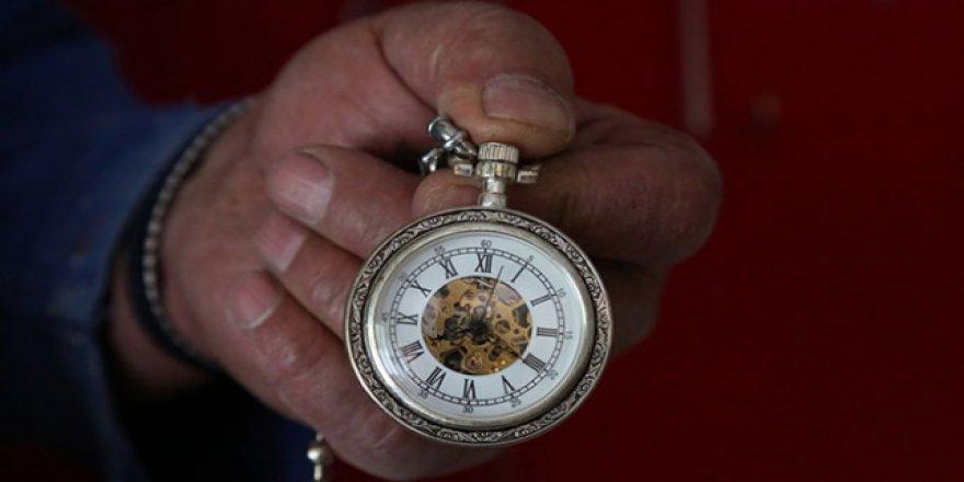 78 yaşındaki Hasan Amca eski saat sergisi açtı