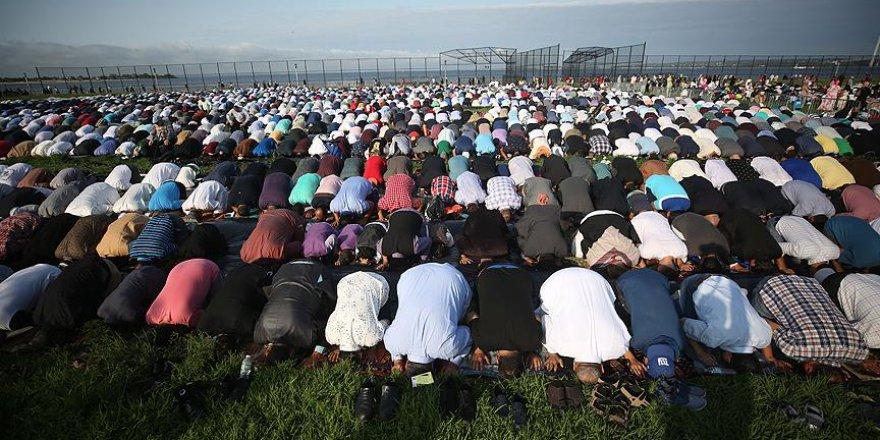 ABD'li Müslümanlar bayram namazında bir arada saf tuttu
