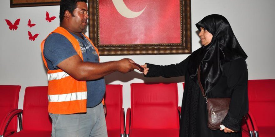 Antalya'da yaşayan Suriyeli kadından örnek davranış