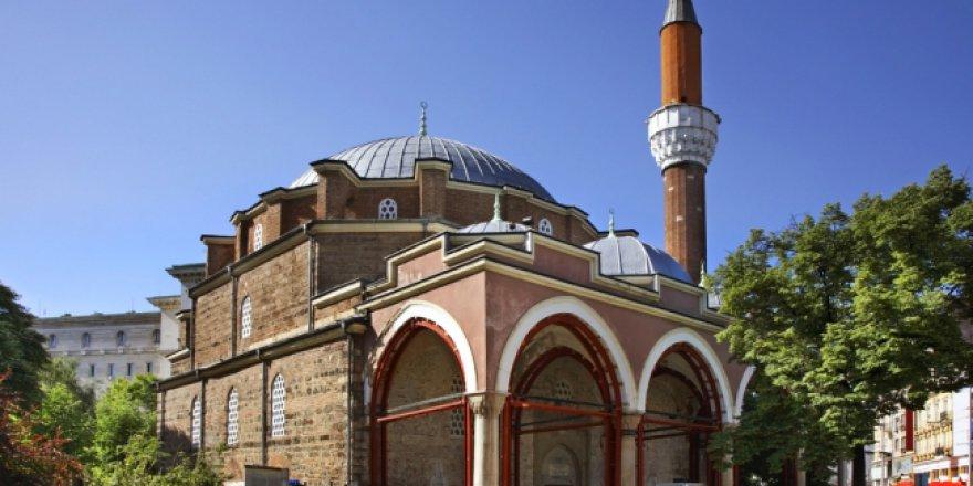 Cami yapılmasını teklif eden politikacı istifa etmek zorunda kaldı