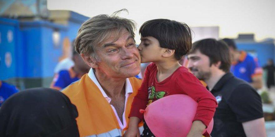 Doktor Mehmet Öz Suriyeli kamplarını ziyaret etti