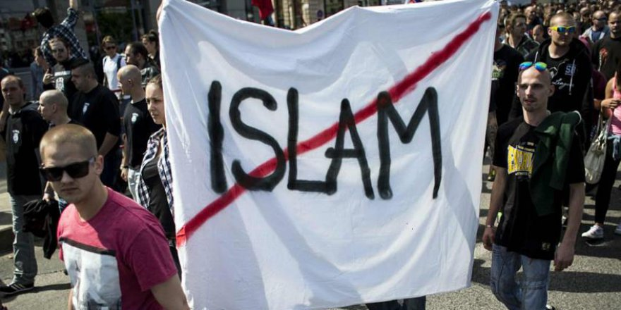 Slovakya da İslamofobya kervanına katıldı