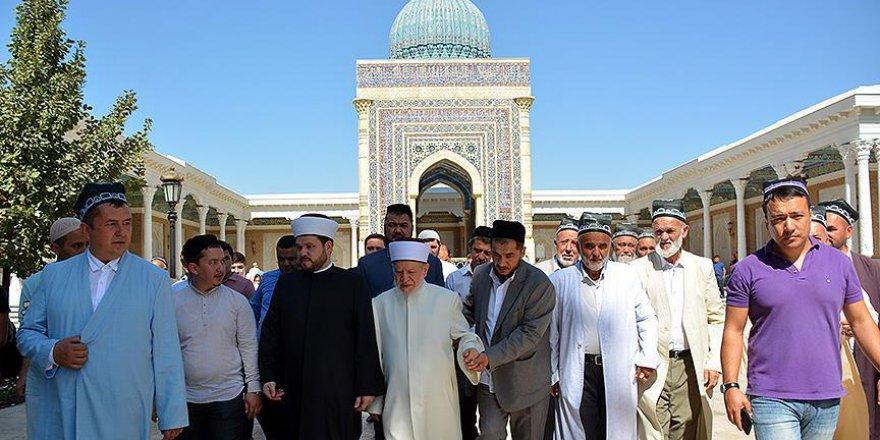 Ünlü hadis alimi Avvame, Buhari'nin kabrini ziyaret etti