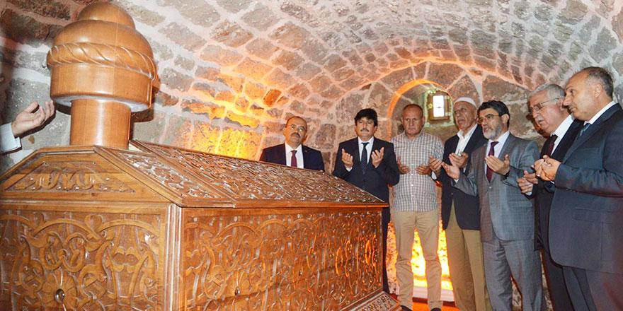 Eyüp El Ensari'nin kardeşi Feyzullah El Ensari Hazretlerinin türbesi açılıdı