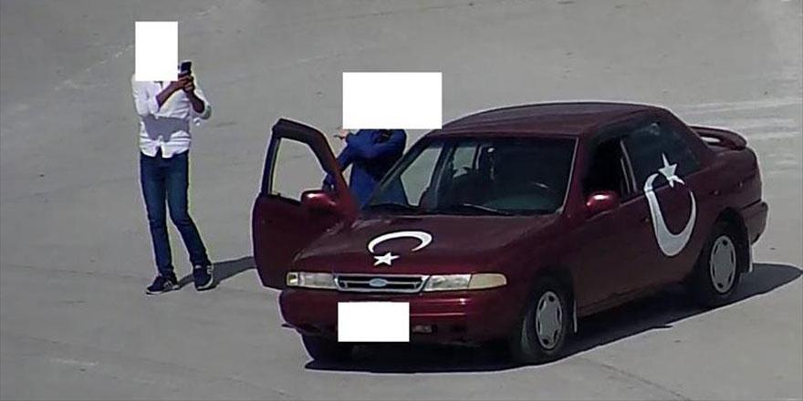 Seyir halindeki araçtan inip cep telefonu ile çekim yapanlara ceza yağdı