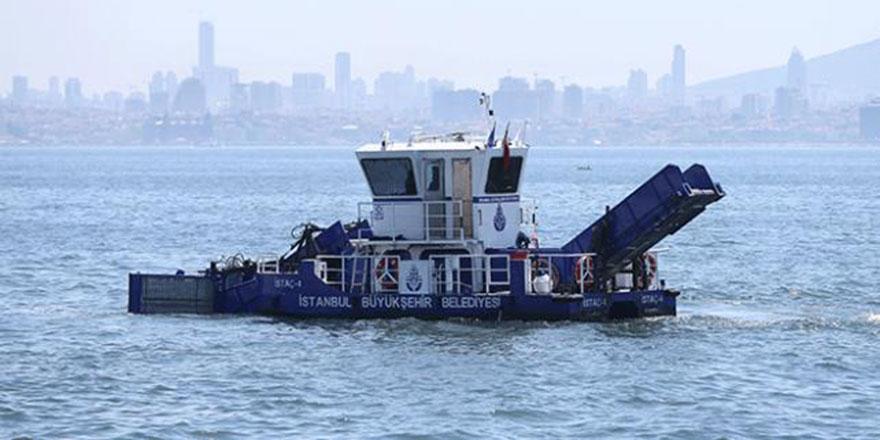 İstanbul'da deniz yüzeyinde 140 kamyon çöp toplandı