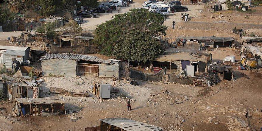 Ahlaksız İsrail Filistinlilerden kendi evlerini yıkmalarını istedi