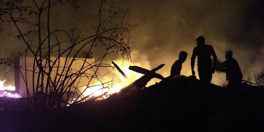 Kastamonu'da çıkan yangında 8 ev kül oldu