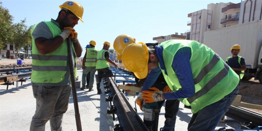 Antalya'da raylı sistem çalışmaları sürüyor