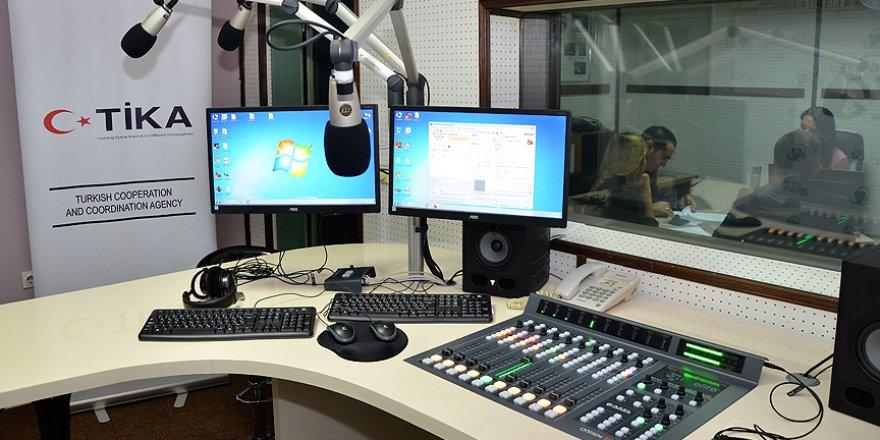 TİKA Karadağ'ın radyo kanalına teknoloji desteği verdi