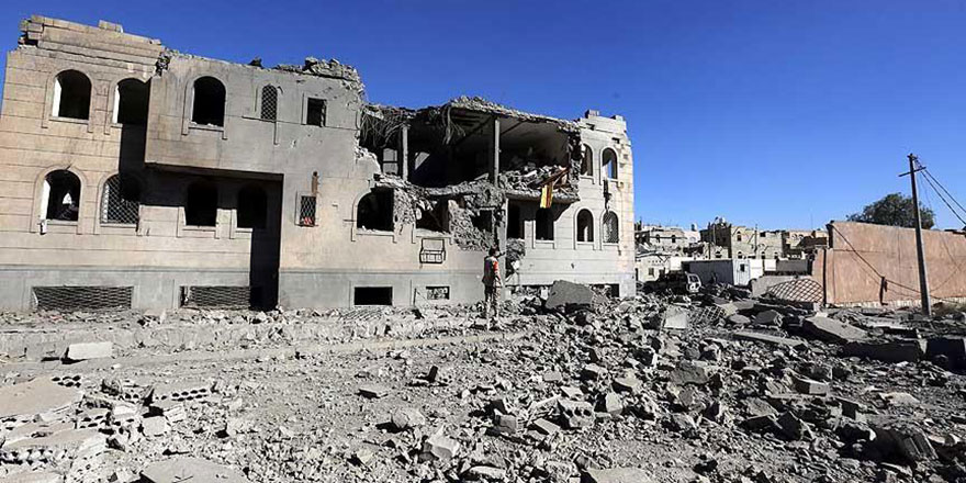 Yemen'de koalisyon güçleri bir otobüsü hedef aldı