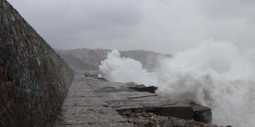 Karadeniz'de kuvvetli fırtına etkili oluyor