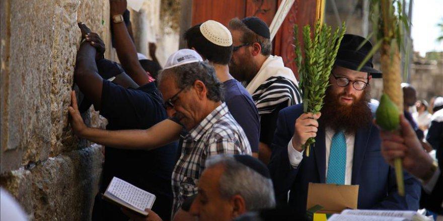 Yahudiler son dini bayramlarını kutluyor