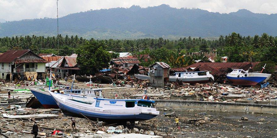 Endonezya'da tsunami felaketinde ölü sayısı artıyor