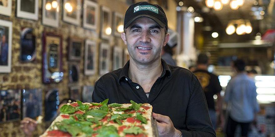 Hayırsever Türkiyeli pizzacı New York'ta insanlık da dağıtıyor
