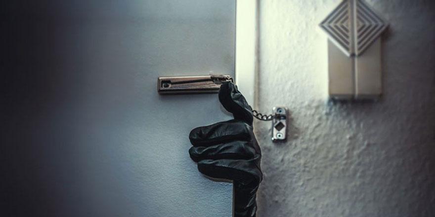 Hırsızlar camiye dadandı! Aynı camide 2 olay