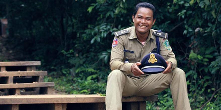 Hindistan'da polislere 'daha az gülümseyin' talimatı